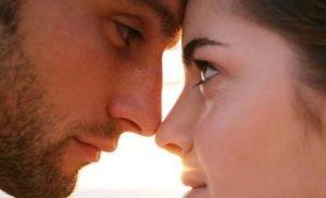 Cara Bagi Perempuan Banyak Air - Eye Contact
