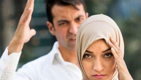 suami isteri bersetubuh marah-marah